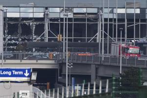 En las dos explosiones ocurridas en el aeropuerto han fallecido al menos 14 personas y otras 94 han resultado heridas.