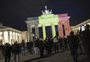 La puerta de Brandenburgo en Alemania también lució los colores nacionales belgas.