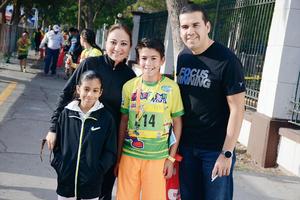 20032016 DISFRUTAN EN FAMILIA.  Victoria, Miriam, Diego y Joaquín.