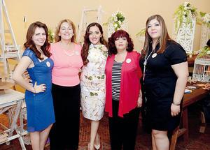 20032016 Acompañaron a la novia en este inolvidable día: Cecilia Gabriela Esquivel Aguado, María de Lourdes Aguado Meraz, Emma Araceli Galiano Carmona y Zulía Araceli Quezada Galiano.