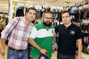 23032016 ENTRE AMIGOS.  Rafael, Moncho y Ernesto.