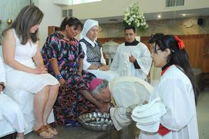 Se llevó a cabo la representación del Lavatorio de pies que Jesús realizó a sus doce apóstoles antes de entregarse a su pasión.
