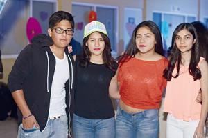 25032016 NEóN PARTY.  Alejandro, Janett, Sofía y Karina.
