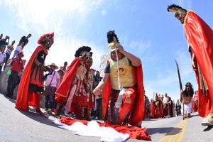 Los soldados romanos echando 'suertes' sobre la vestimenta de Jesús.
