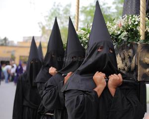 Marcharon las columnas procesionales integradas por 20 cofradías o hermandades religiosas.