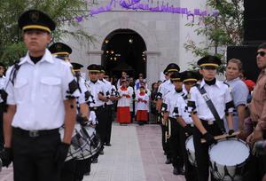 La procesión partió de la parroquia y recorrió en alrededor de dos horas y media una distancia de aproximadamente dos kilómetros por las calles de la ciudad.