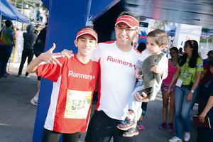26032016 EN FAMILIA.  Mauricio, Roberto y Robertito.