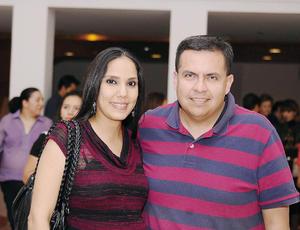 27032016 EN PAREJA.  Lorena y Rogelio.