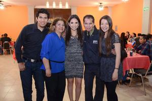 27032016 POR CASARSE.  Azucena de Jesús Espeleta Martínez en su despedida de soltera con Karla, Marijose, Lupita, Rosy, Nora, Mirna, Linda y Margarita.