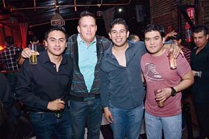 27032016 SE DIVIERTEN.  Manuel, Alfredo, Luis y Omar.