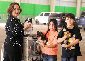 29032016 Silvia, Clara y Omar con las mascotas Iktan, Chocorame y Kimei.