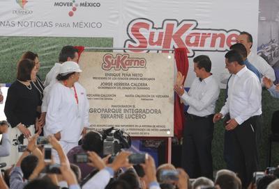 Hablando de números, Peña Nieto mencionó que México es una potencia, al ser el sexto productor mundial de carne de res y citó los datos revelados por el Inegi, respecto a la tasa anual de actividad económica, que creció 2.9%, pero la del sector agroalimentario lo hizo en un 4.3%.