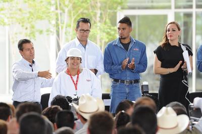 Una ovación también recibió a Peña Nieto.