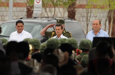 El Ejecutivo federal fue recibido por los gobernadores de Coahuila y Durango.
