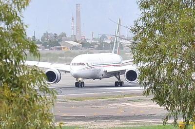 Peña Nieto arribó primero al aeropuerto de Torreón.