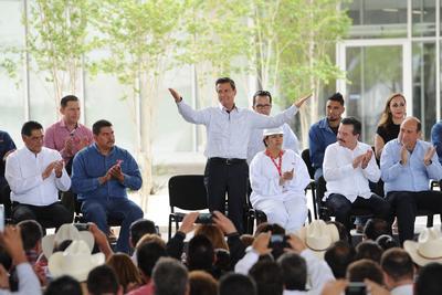 El presidente Enrique Peña Nieto visitó La Laguna de Durango para inaugurar una planta de producción ganadera.