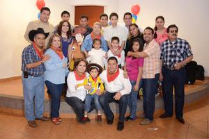 01042016 ALEGRE CELEBRACIóN.  Santiago López Carrillo cumplió tres años de vida por lo que le ofrecieron una divertida fiesta infantil.