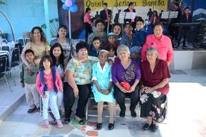 01042016 ¡CUMPLIó 112 AñOS!  Longina recibió una amena fiesta por su cumpleaños, la acompañaron todos sus familiares.