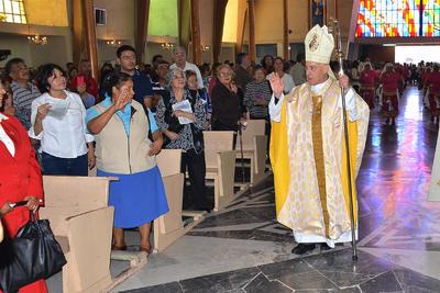 En la Parroquia se ofició una misa celebrada por el Obispo José Guadalupe Galván Galindo.