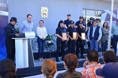 Riquelme Solís le entregó sus reconocimientos, unas gorras, un pin distintivo, así como un estímulo económico a cada uno de ellos, que estuvieron acompañados por sus familias.