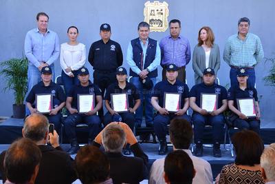 En la ceremonia estuvieron presentes  el alcalde de Torreón, Miguel Riquelme; el director de Seguridad Adelaido Flores, empresarios como Ricardo Marcos, Eduardo Murra y de organismos empresariales, así como regidores.