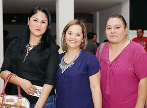 03042016 EN EL TEATRO.  Gisel, Blanca y Mary.