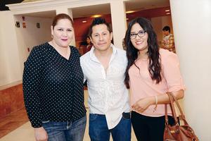 03042016 EN LA CAMERATA.  Alejandra, Javier y Denia.
