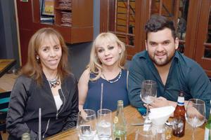 03042016 EN UNA CENA MARIDAJE.  Martha, Azucena y Beto.