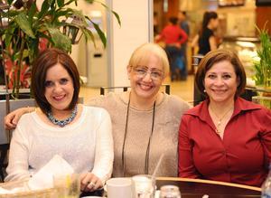 03042016 EN EL CAFÉ.  Gaby, Pato e Irma.