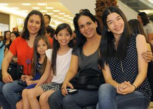 03042016 RECIENTE CONFERENCIA.  Liliana, Romina, Bárbara, Ivonne y Ale.