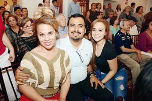 03042016 EN RECIENTE EVENTO.  Gloria, Ciro y Larissa.