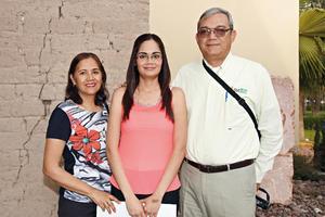03042016 ENTREGA DE PREMIOS.  Dora Elia, Doris y Fernando.