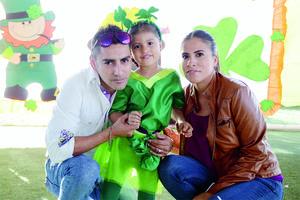 03042016 EN FAMILIA.  Raúl, Samara e Inés.