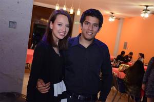 03042016 POSAN PARA LA FOTO.  Tania y Guillermo.