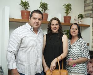 09042016 Jesús, Claudia y Rosa.