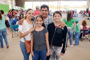 10042016 EN EXPO CANINA.  Ariadna, Socorro, José Luis y Janeth.
