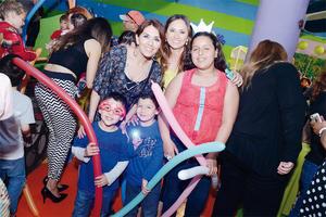 10042016 ALEGRE CELEBRACIóN.  Alejandra, Ximena, Cecy, Lalo y Santi.