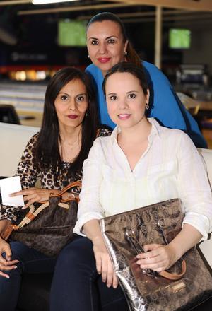 09042016 EN AMENA VELADA.  Alejandra, Claudia y Ana Lucía.