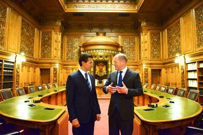 Peña Nieto junto al alcalde de Hamburgo.