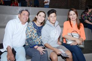 15042016 RECIENTE EVENTO.  José, Lupita, Sebastián y Sandra.