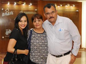 15042016 EN UNA CONFERENCIA.  Leslie, Judith e Ismael.