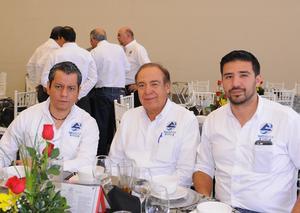 15042016 EN UNA COMIDA.  Armando, Juan y Juan Carlos.