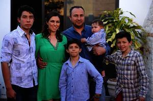 Luis y Marisol con sus hijos Bruno, Santiago, Luis y Mateo