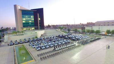 Decenas de camionetas carros, bicicletas y motocicletas, fueron instaladas en la explanada de la Plaza Mayor junto con los elementos a cargo.
