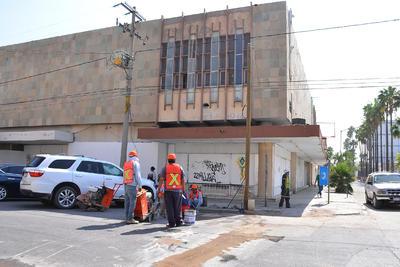 Trabajadores iniciaron con las obras del teleférico en el Centro de Torreón.