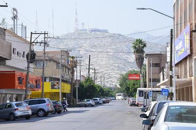 Dieron inicio los trabajos del teleférico de Torreón en tres frentes simultáneos: la estación Treviño, a la altura de la avenida Morelos; en la calle Treviño entre Juárez e Hidalgo, donde estará una de las pilonas, y la estación Cerro de las Noas.