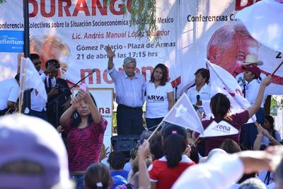 Con respecto a la gubernatura de Durango comentó que Morena tiene al mejor candidato a través del periodista Guillermo Favela.
