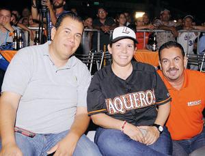 16042016 AFICIONADOS AL BEIS.  Isaac, Alina y Armando.