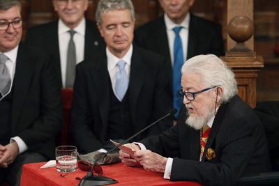 """""""Las cosas no han cambiado en México sino para empeorar, continúan los atracos, las extorsiones, los secuestros, las desapariciones, los feminicidios, la discriminación, la impunidad y el cinismo"""", señaló Del Paso en la solemne ceremonia, presidida por los reyes de España."""