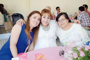 17042016 EN UN BAUTIZO.  Alma, Romelia y Graciela.